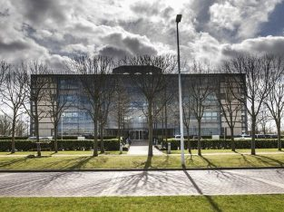 Stockley Park Modern Private Office to Let