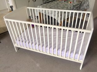 BARGAIN – BEAUTIFUL white Kiddicare COT / BED mattress in GREAT condition