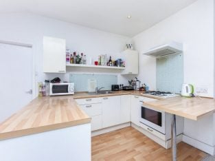 First Floor Edwardian Maisonette In Close Proximity To Streatham Common BR Station